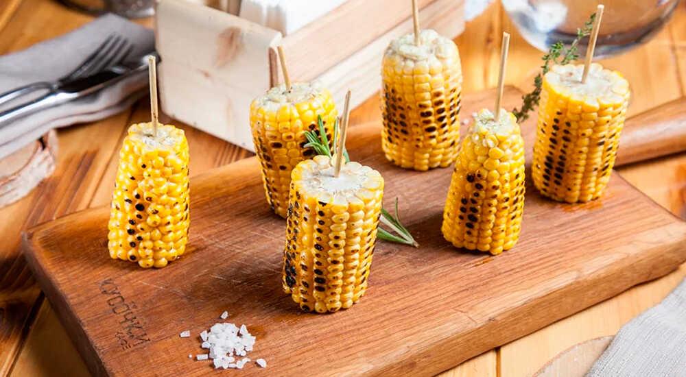 Кукуруза с чесноком, зеленым луком