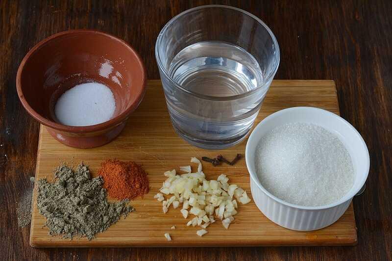 Приготовление мокрого маринада для сосисок