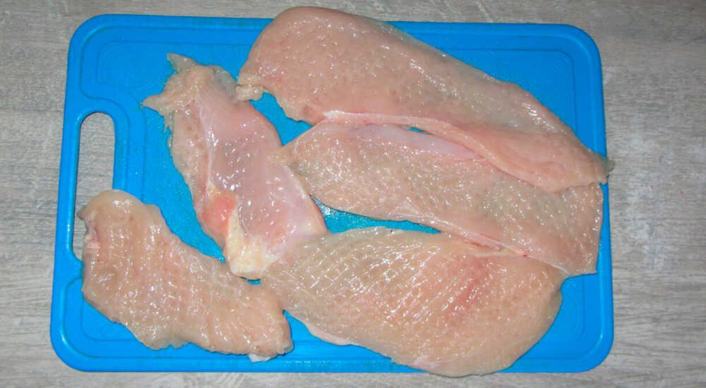 Подготовка куриных стейков к жарке
