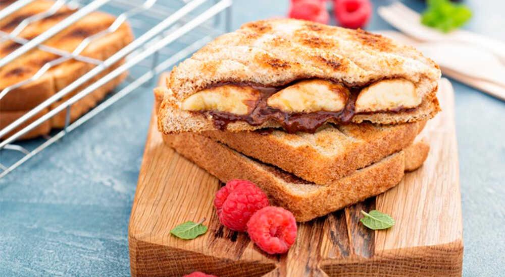 Сладкий бутерброд с арахисовой пастой