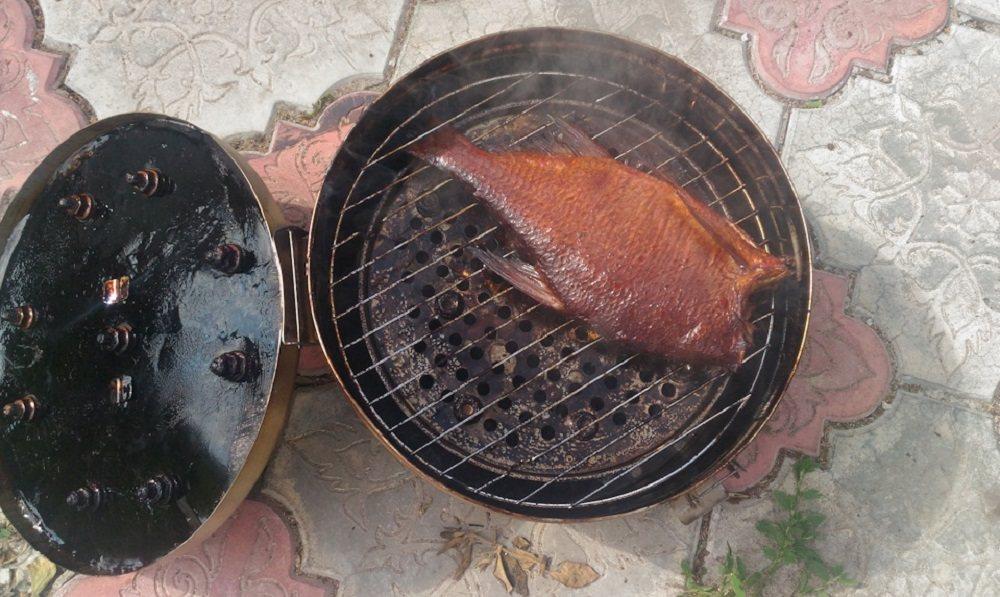 Рыба в медицинской биксе
