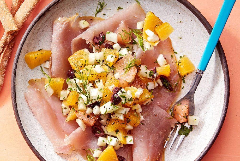 Салат с копчёным тунцом