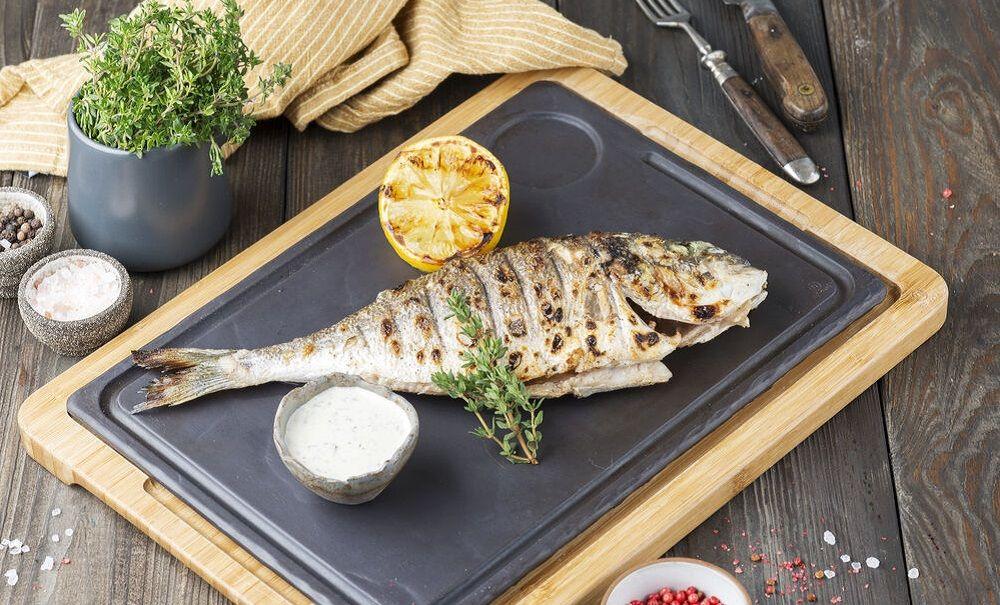Сибас-гриль с соусом