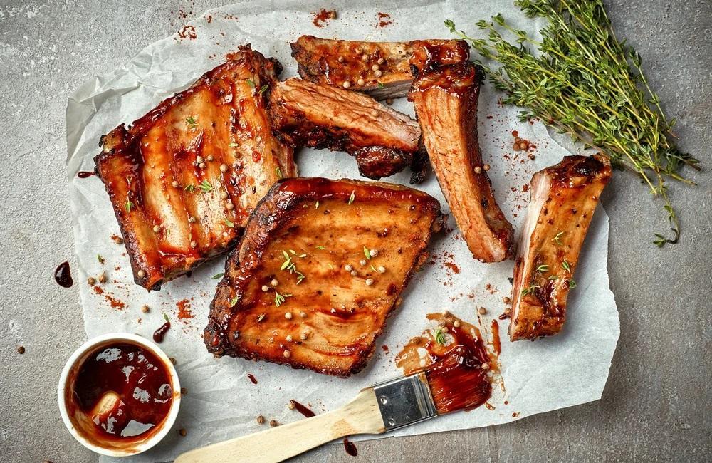 Свиные рёбрышки с соусом