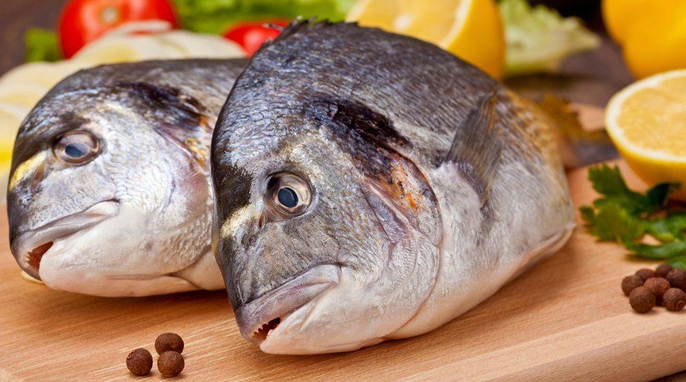 Тушка рыбы дорадо