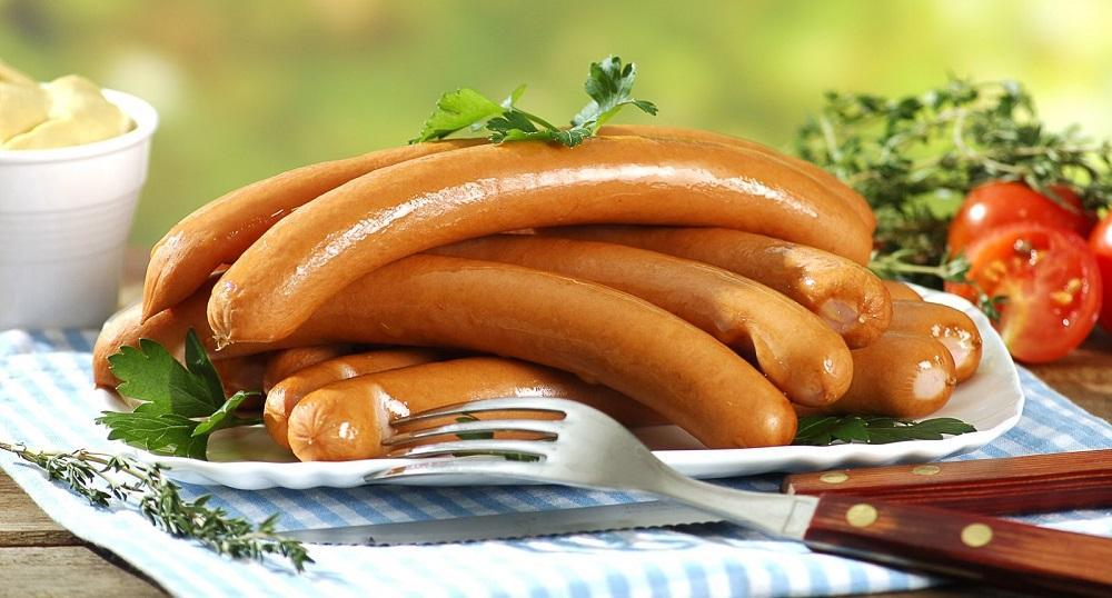 Венские сосиски в тарелке