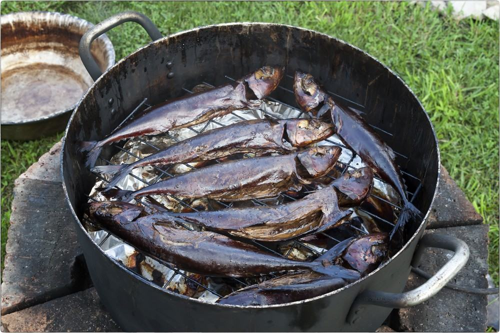 Копчёная рыба в кастрюле
