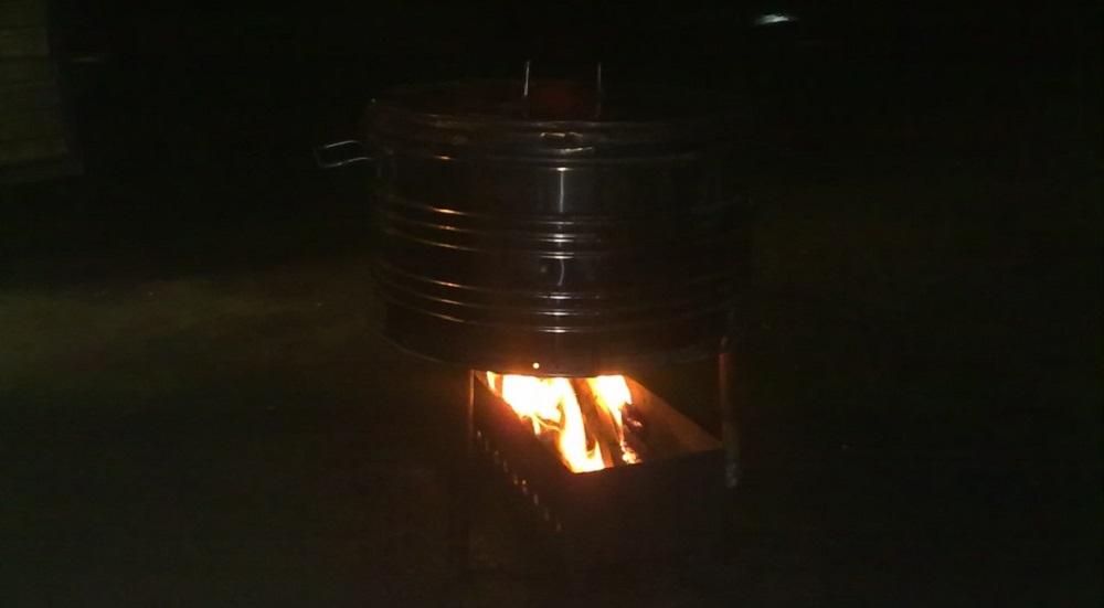 Коптильня из стиралки на огне