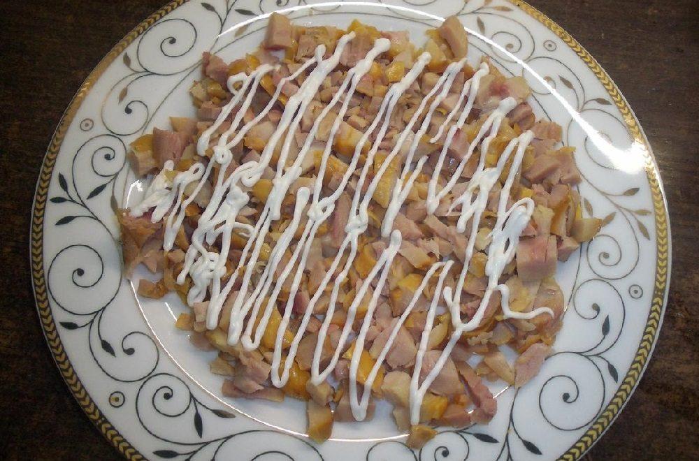 Куриный слой салата «Невеста» с огурцами