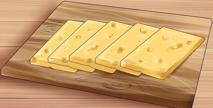 Нарезанный сыр для копчения