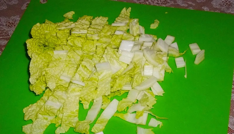 Пекинская капуста для салата с колбасой