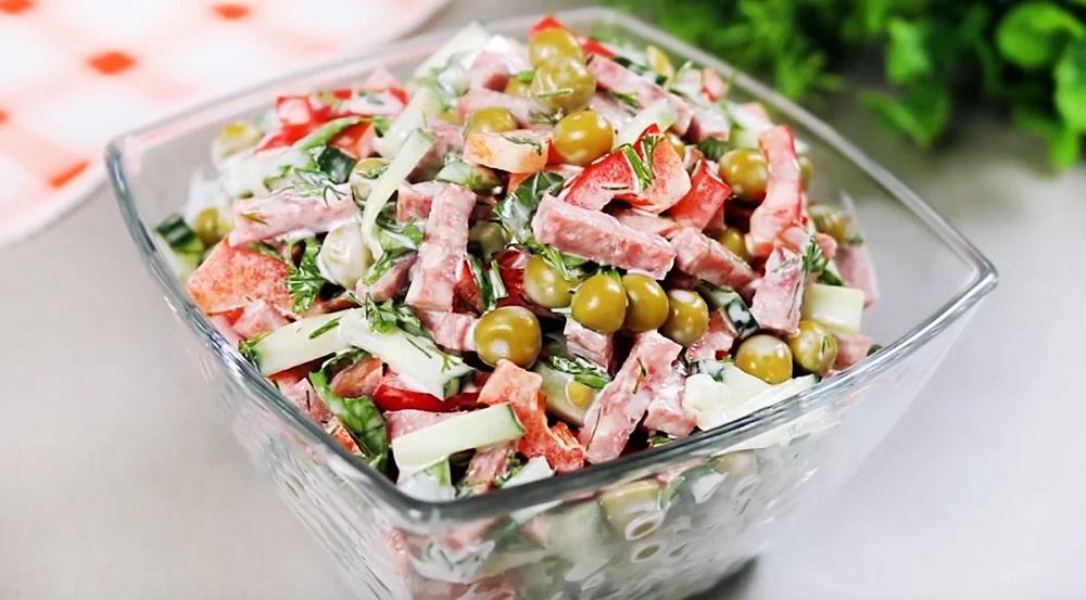 Салат с копчёной колбасой и болгарским перцем