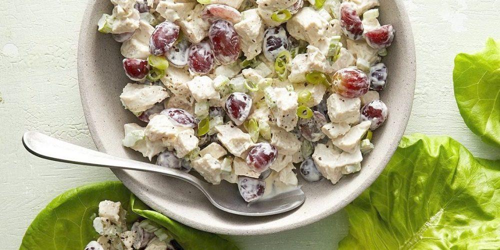 Салат с копчёной курицей и виноградом