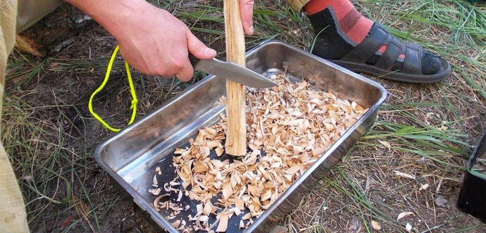 Строгание древесины ножом