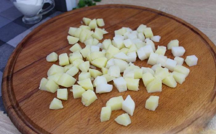 Варёный картофель кубики