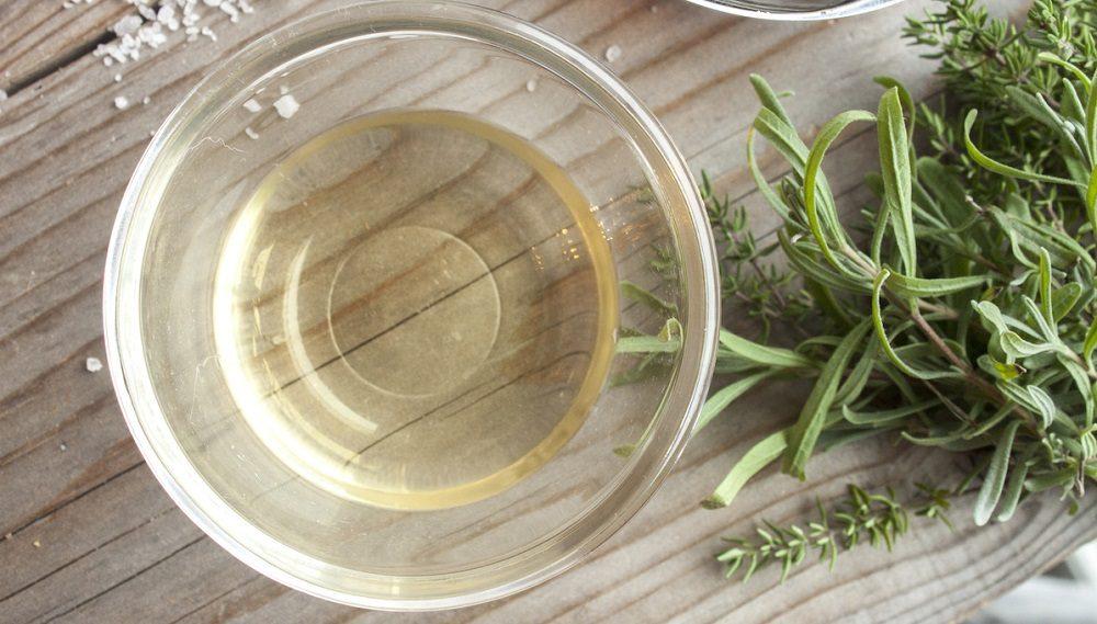 Белое вино и тимьян
