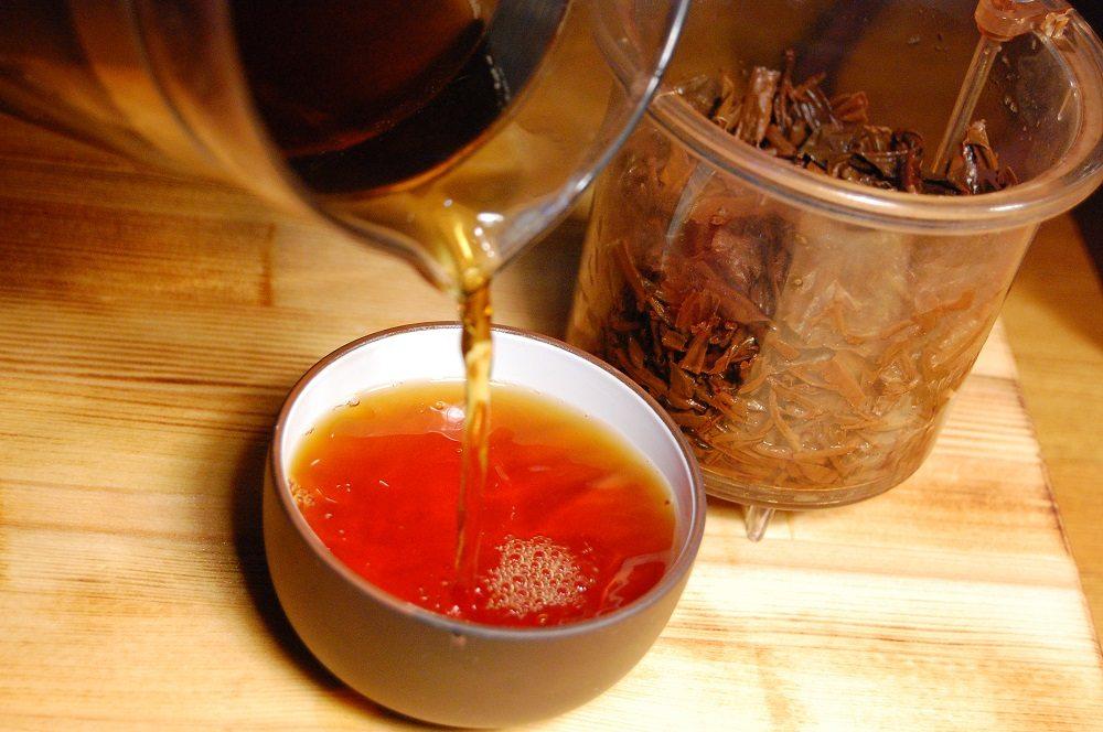 Чёрный чай с жидким дымом