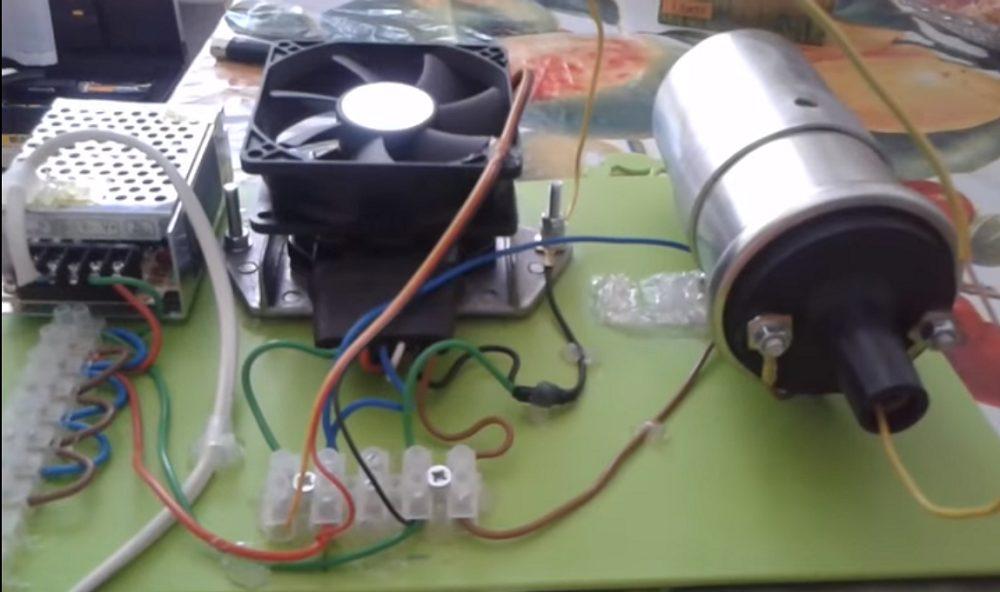 Генератор электростатического поля