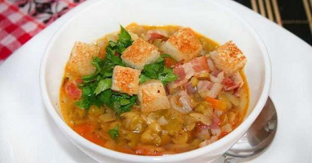Гороховый суп с окорочком и беконом