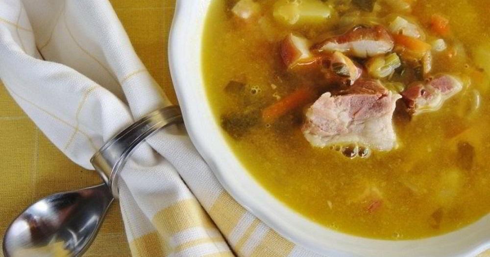 Гороховый суп с сырокопчёным беконом