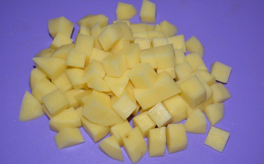 Картофель для сырного супа с колбасой