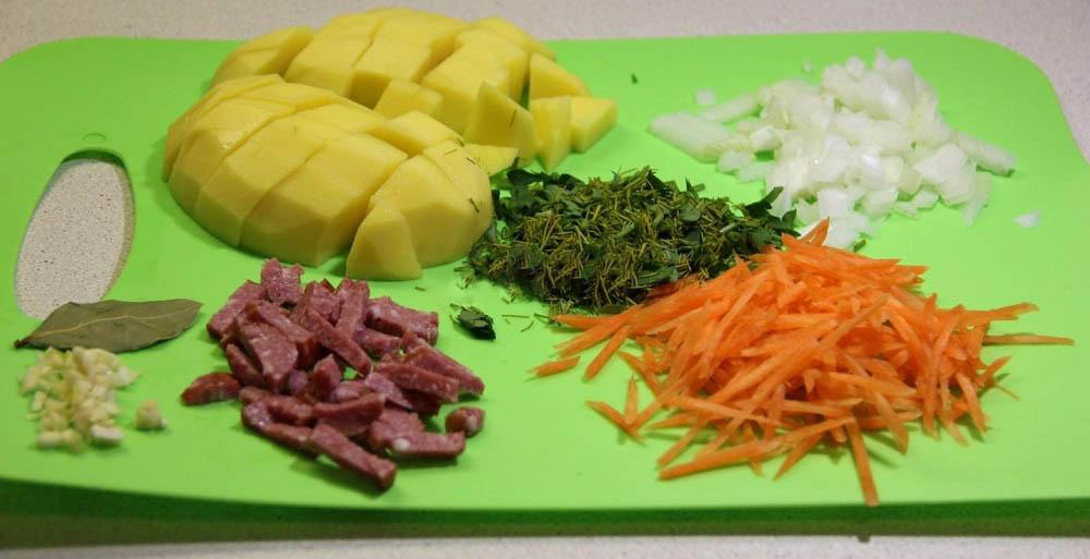 Картофель, колбаса, лук, морковь