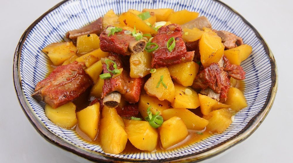 Картофель с копчёными рёбрышками