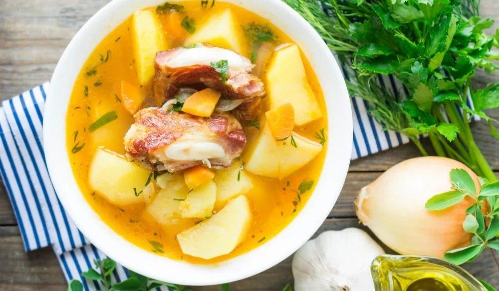 Картошка с рёбрышками в кастрюле
