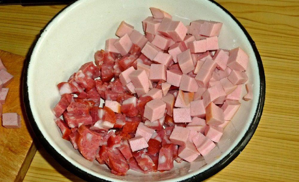 Копчёная и варёная колбаса для солянки
