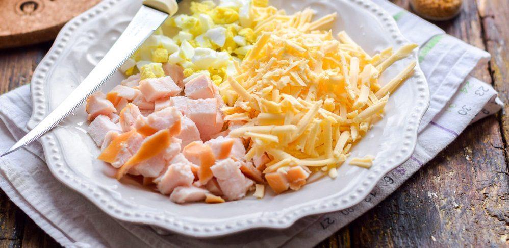 Копчёная курица, яйца и сыр