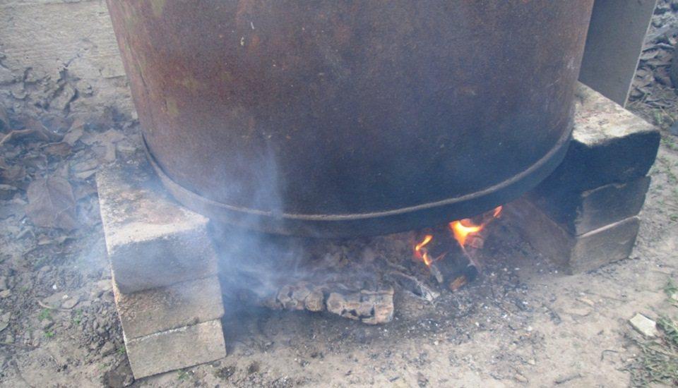 Коптильня из бочки на огне