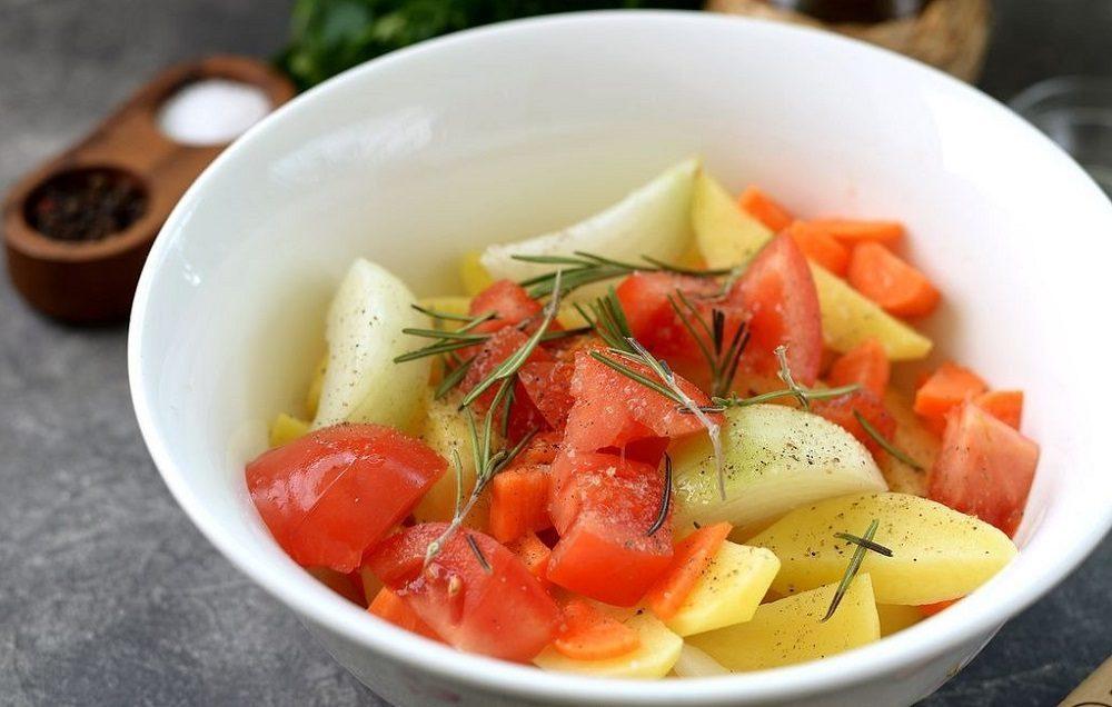 Лук, помидор и картофель