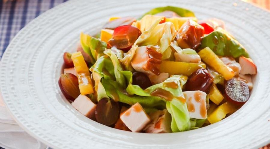 Низкокалорийный салатик с курицей