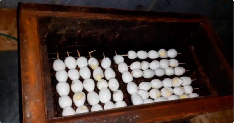 Перепелиные яйца в коптильне