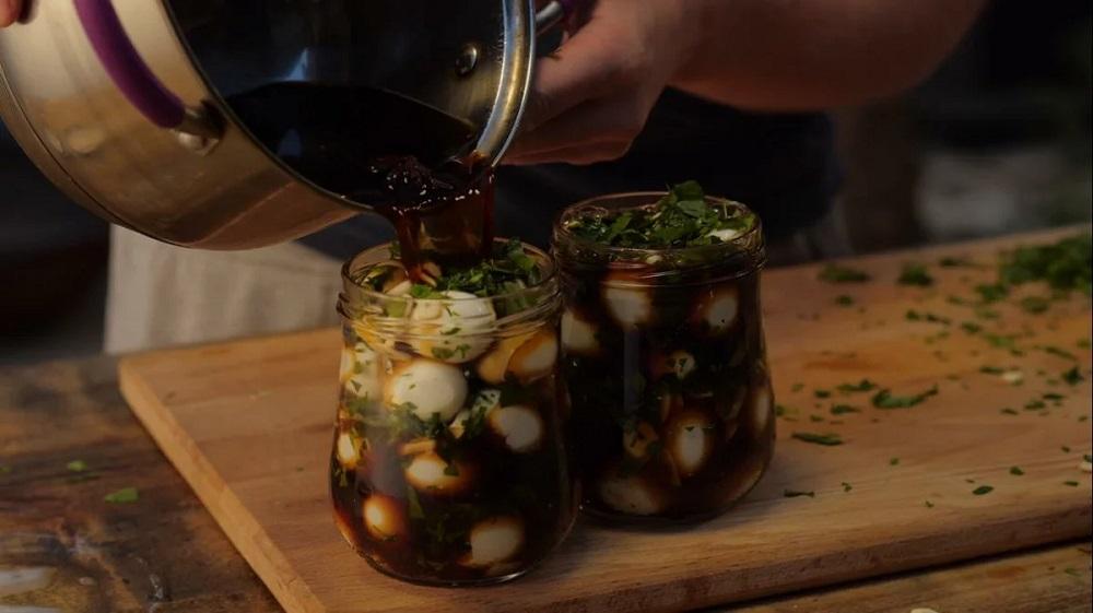 Перепелиные яйца в соевом соусе