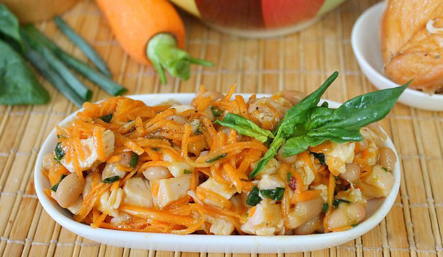Праздничный салат с курицей и фасолью
