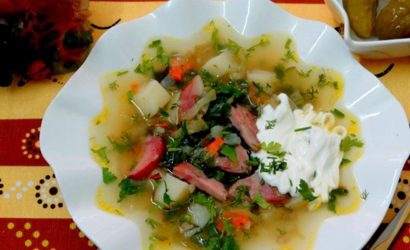 Рассольник с колбасой и оливками