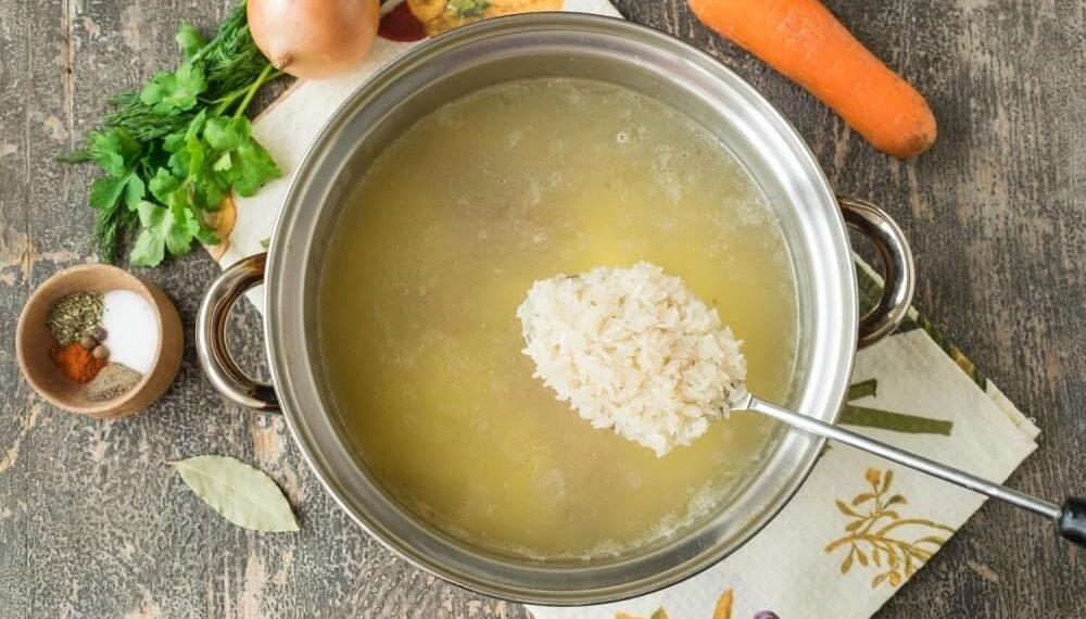 Рис и бульон для солянки с рисом