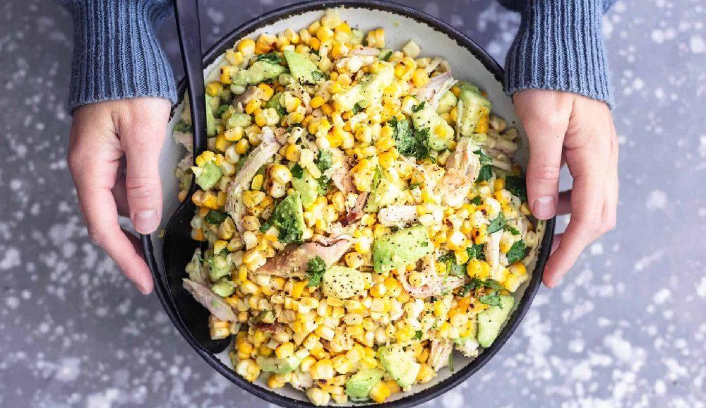 Салат с копчёной курицей и кукурузой