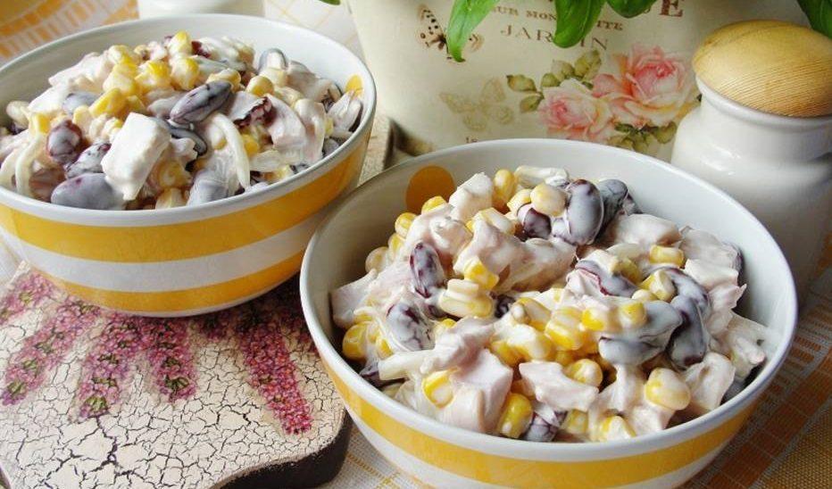 Салат с копчёной курицей, кукурузой и фасолью