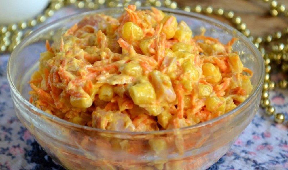 Салат с курицей, морковкой и кукурузой