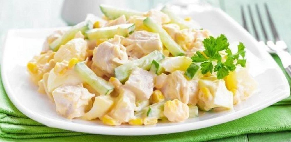 Салат с курицей, огурцом и ананасом