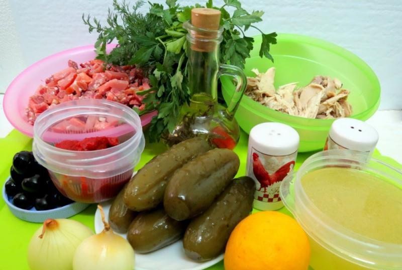 Состав солянки с курицей и колбасой