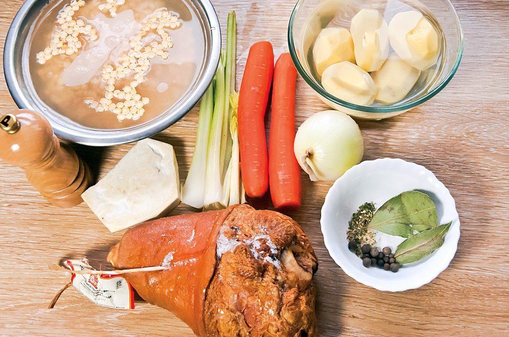 Состав супа с рулькой и гренками