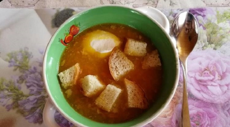 Суп из гороха с сухариками