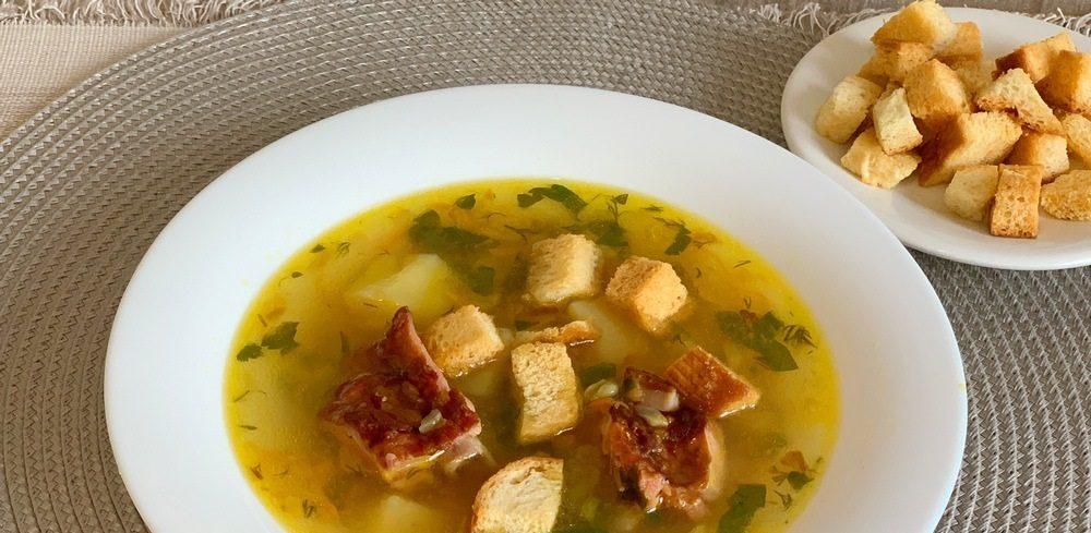 Суп с грудинкой и сухариками