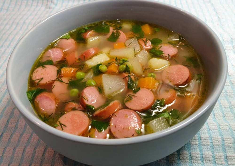 Суп с колбасой и горошком