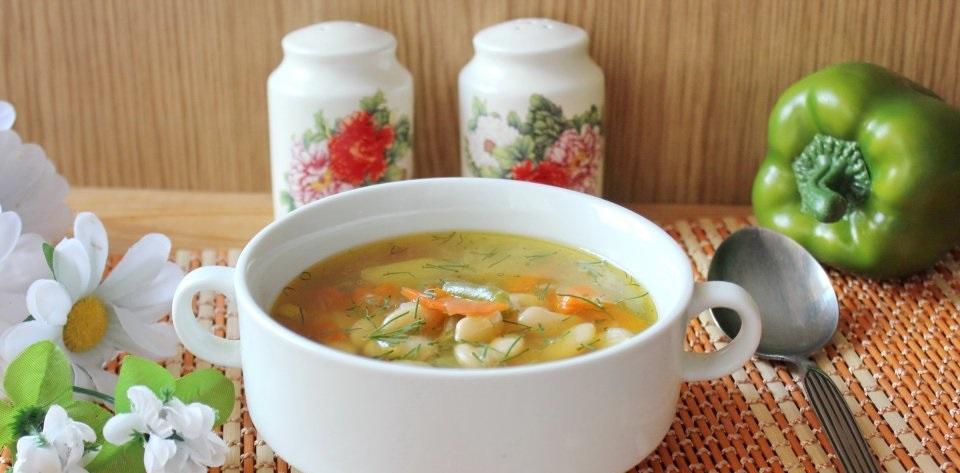 Суп с крылышками и фасолью