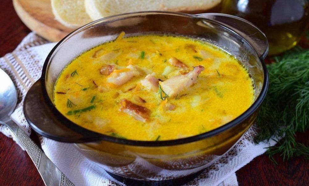 Суп с крылышками, вермишелью и сыром