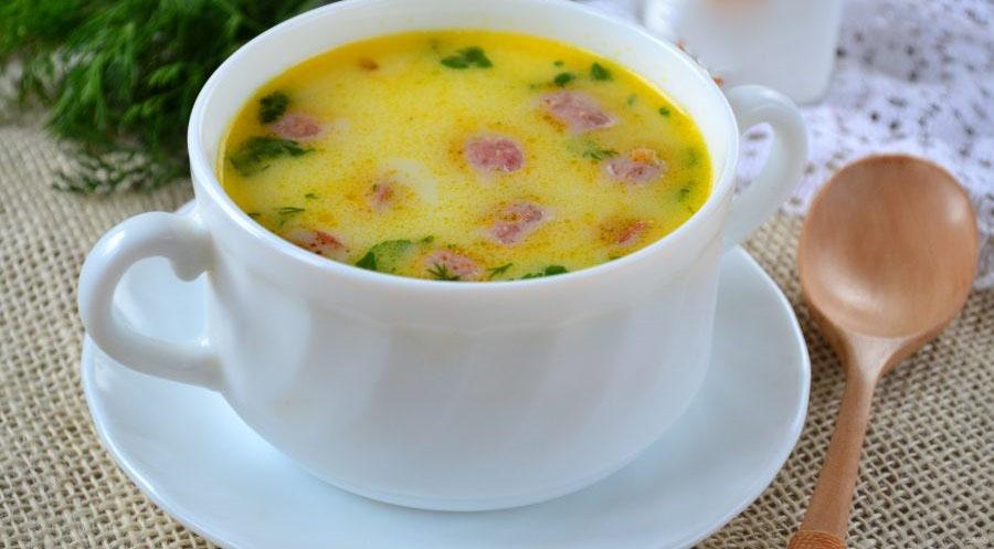 Суп с охотничьими колбасками
